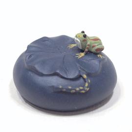 紫砂茶玩 蛙と蓮